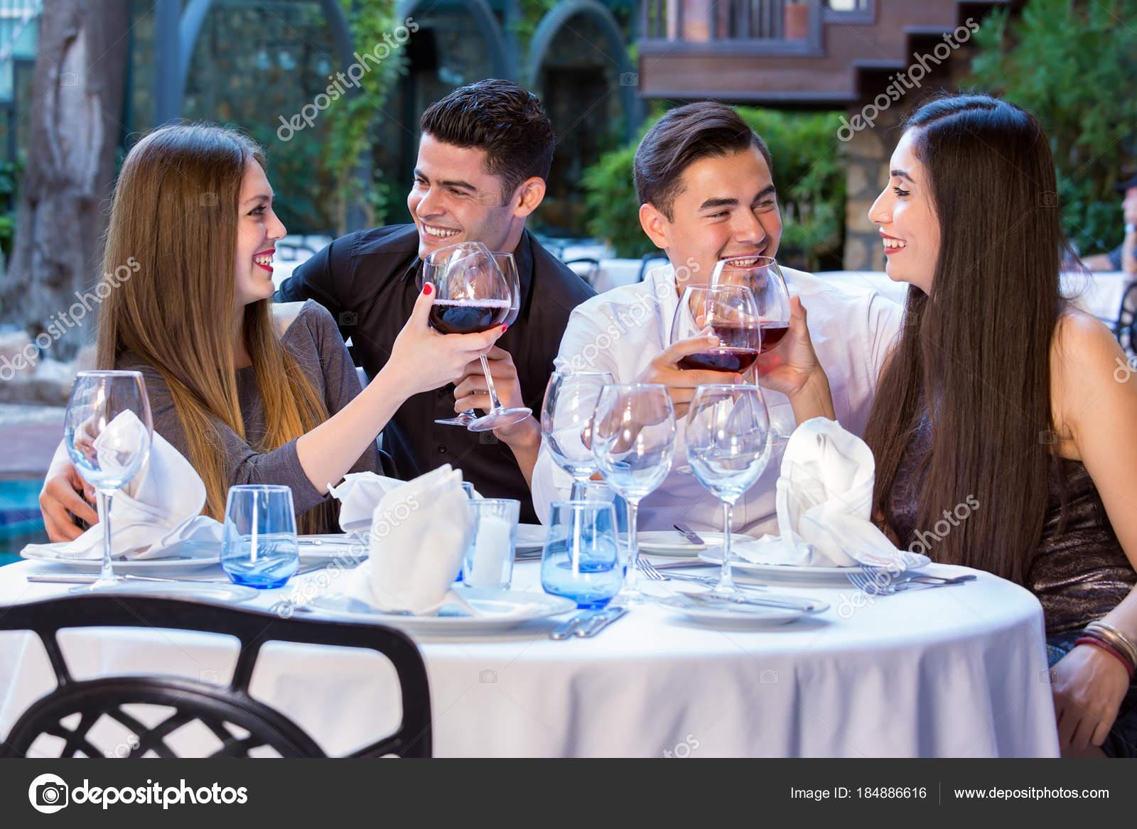 Dating Restaurant-Programm Über 50 lesbische Dating