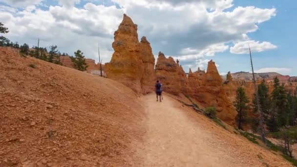 Walking trail in Bryce Canyon.
