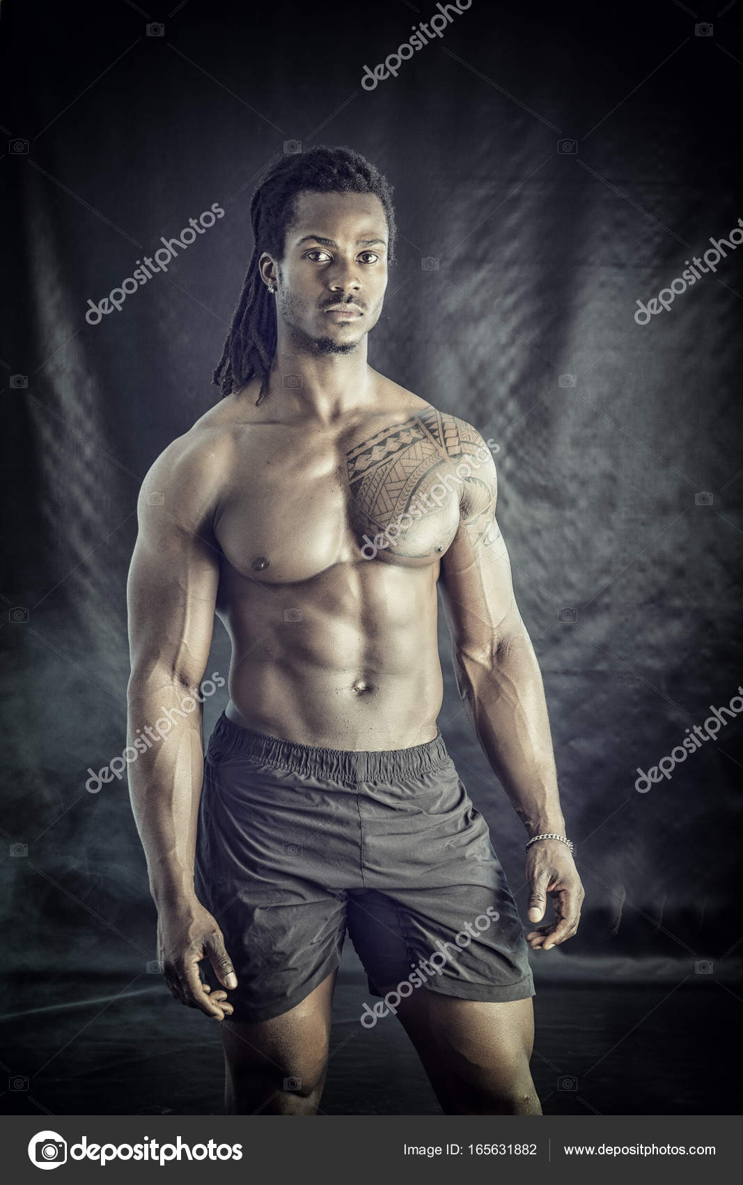 60aaab0e77 African American bodybuilder man, naked muscular torso — Stock Photo ...