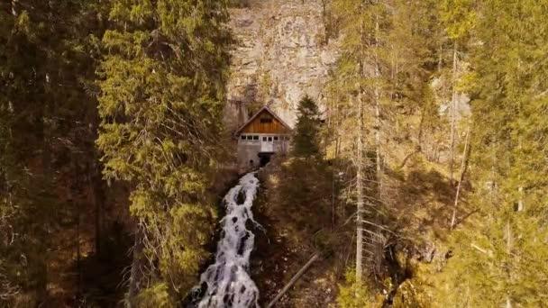 Horský potok s vodopádem