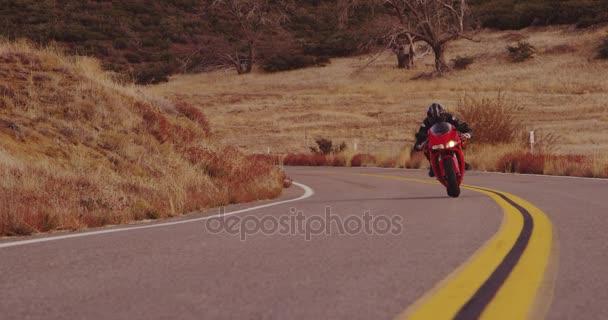 Extrémní motocyklista na koni sport bike