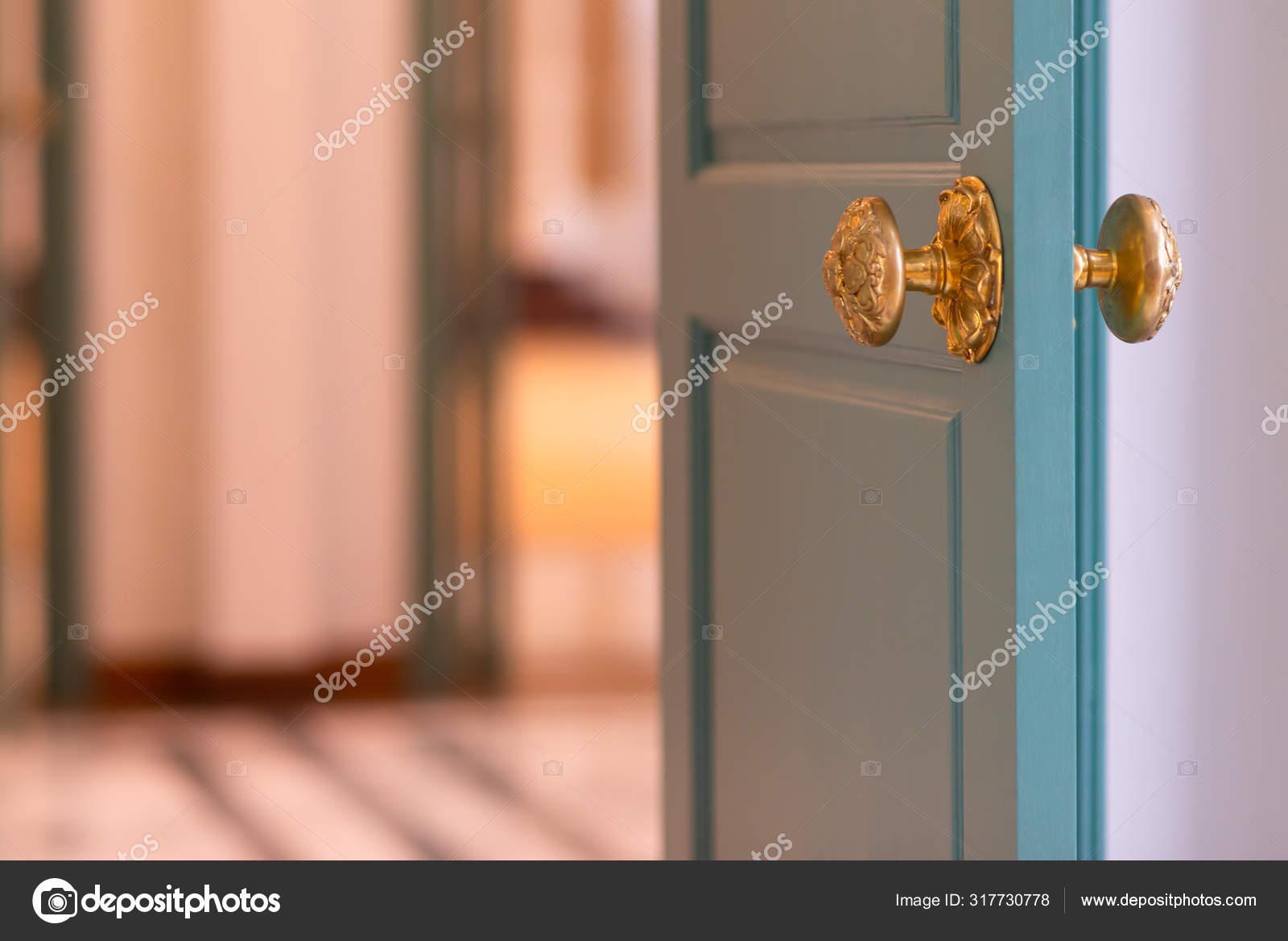 Classic Retro Brass Door Knob Green Door Vintage Decoration Retro Stock Photo C Pomphotothailand Gmail Com 317730778