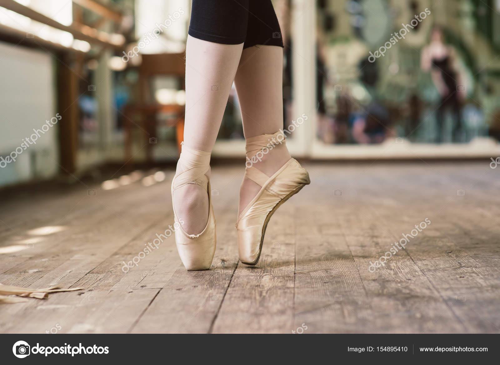 Balerina cipő balett tánc lábát. Balerina állandó lábujjak — Fotó szerzőtől  160275 a4247d1bd6
