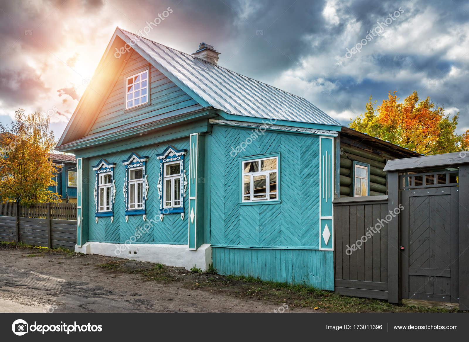 Erstaunlich Russisches Holzhaus Referenz Von Blauen Russischen Mit Geschnitzten Fenstern Auf Nikolskaja-straße