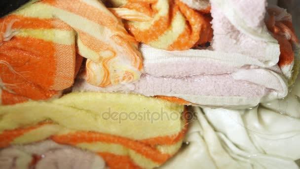 zár megjelöl kilátás a piszkos ruha körkörös mozdulatokkal, mosógép
