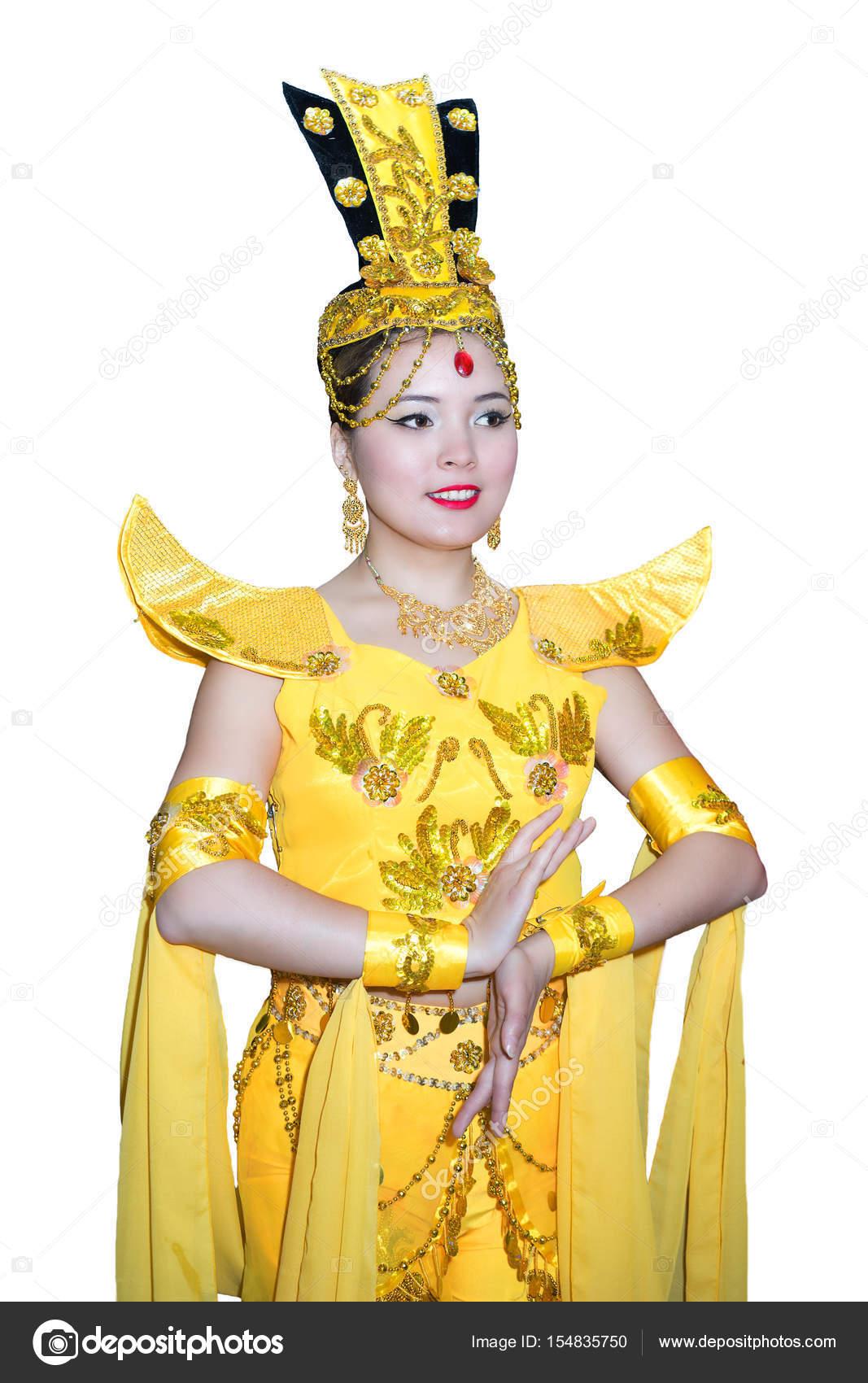 Hermosa mujer caucásica en una etapa chino tradicional amarillo Vestido —  Foto de Stock 44bf6238c536