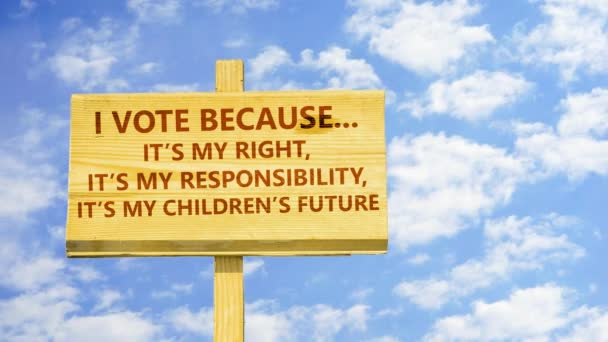 Ich wähle, weil es mein Recht, meine Verantwortung und die Zukunft meiner Kinder ist. Worte auf einem Holzschild gegen Zeitraffer-Wolken am blauen Himmel.