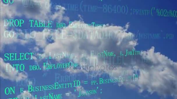 Konceptu cloud computing. Software source programovací kód přes cloud oblohy. Vývojář pracující na kód programu. Technologické zázemí. Dvě vrstvy s různými kódy. Boční úhel pohled