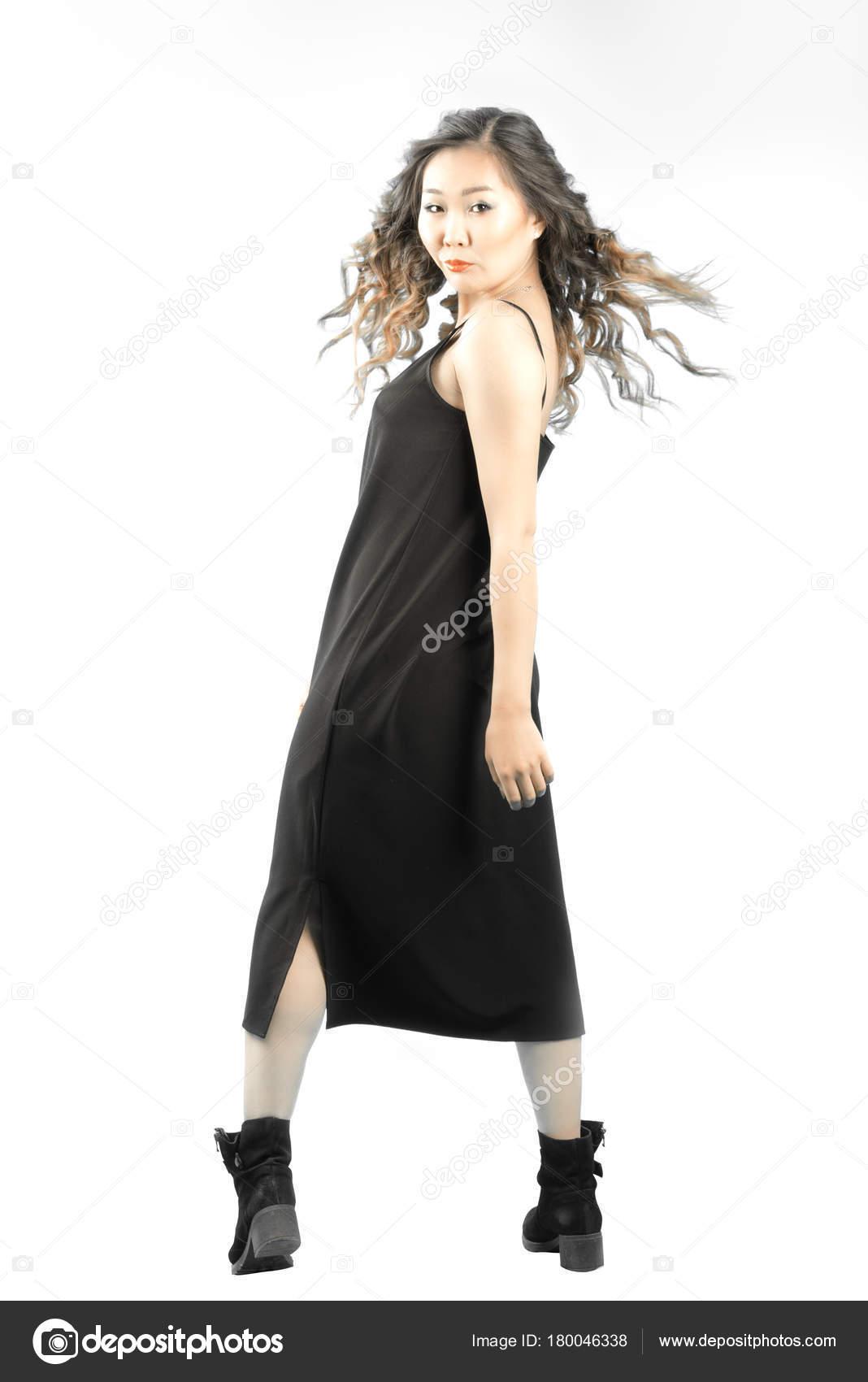 Retrato Longitud Completa Mujer Asiática Vestido Negro Botas