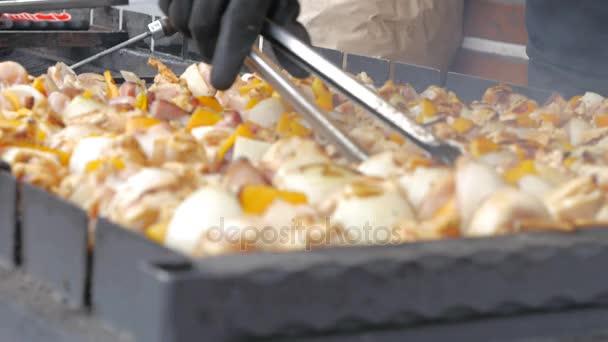 Vaření a grilování hovězí maso šíš kebab na grilu