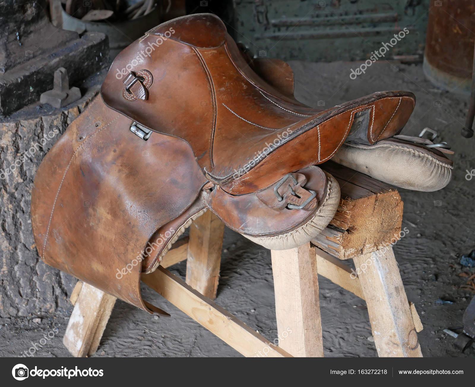 Sillas para montar usadas silla de montar caballo taller de talabarter a tradicional foto - Silla montar caballo ...