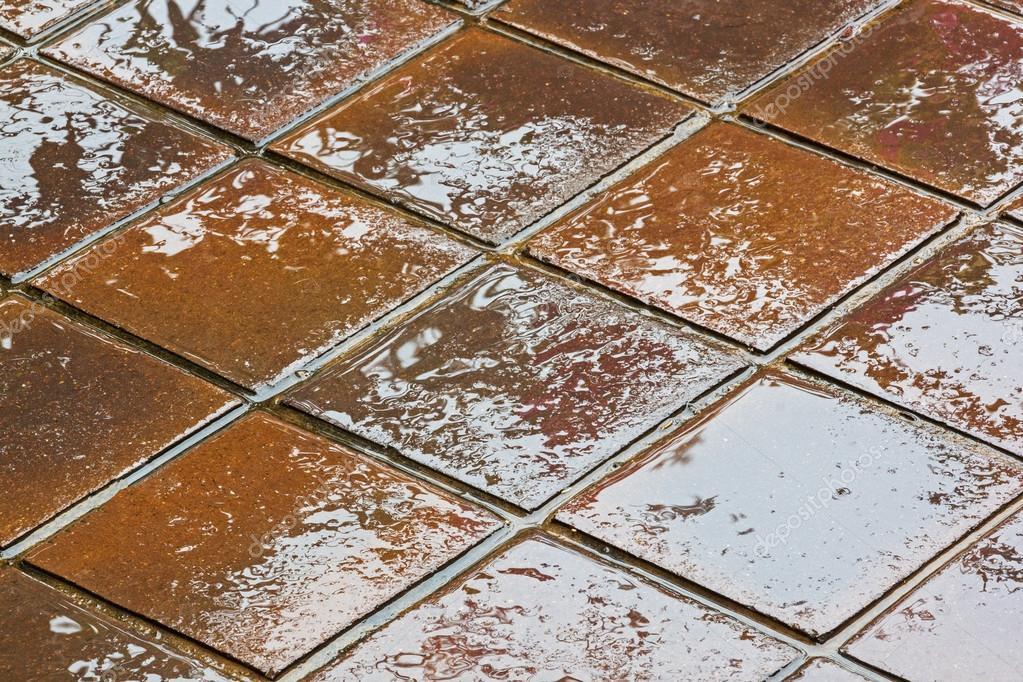 Texture e riflessi colorati di marrone e dorati su piastrelle u2014 foto