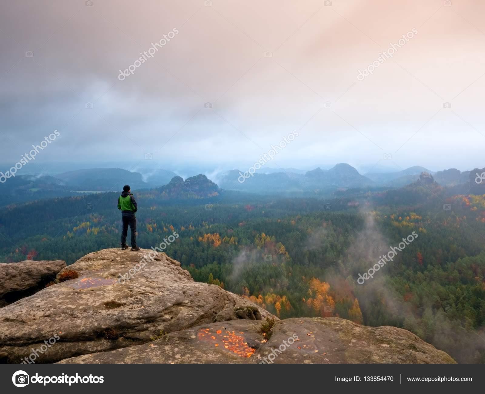 Viandante nel verde giacca a vento fdf4f74b1e12