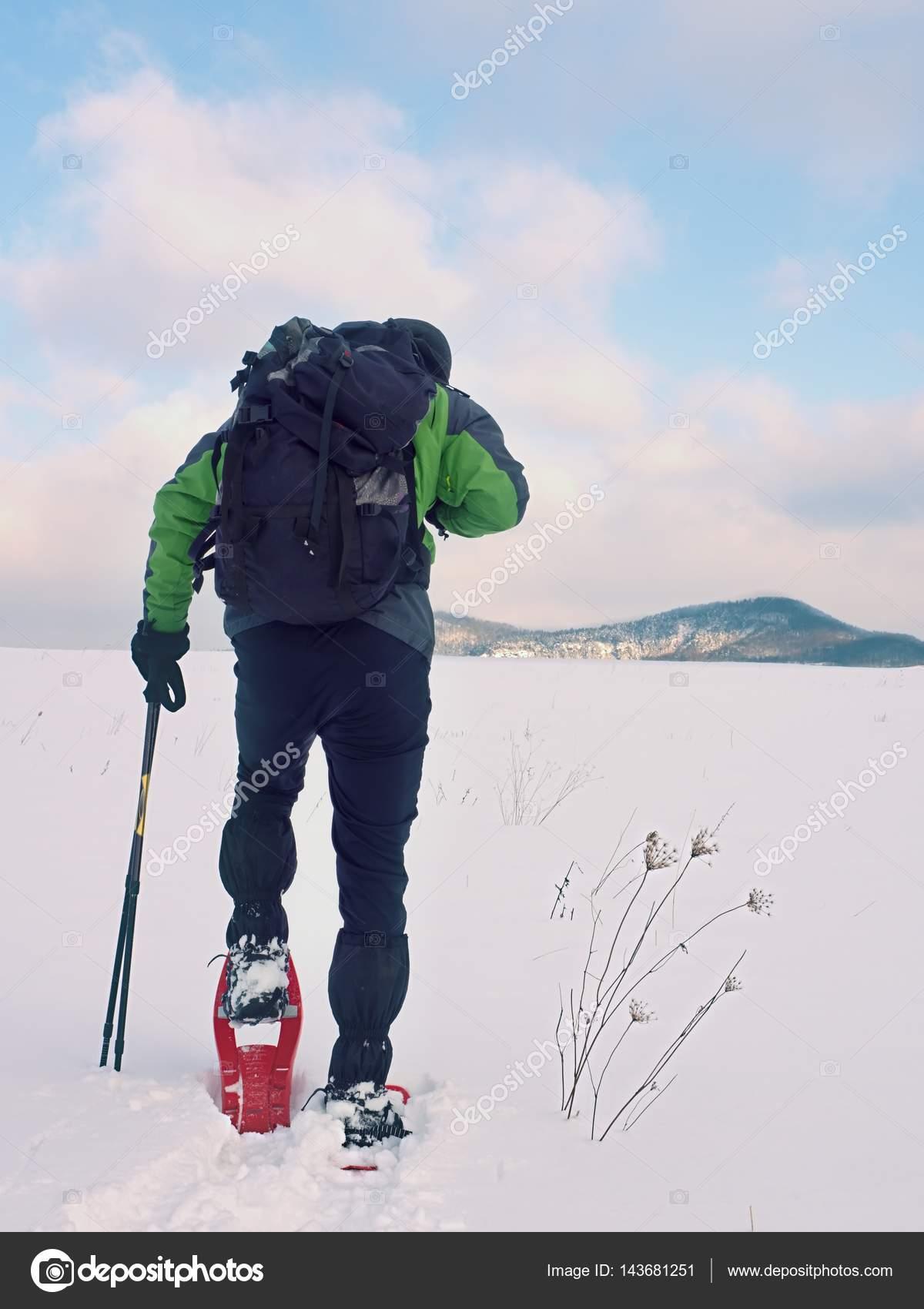 D'hiver En L'homme Randonneur Raquettes Nettoyage De Manteau O7qUvnAY