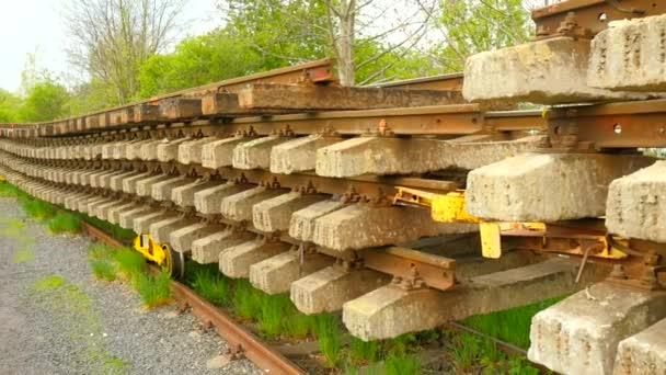 Station Op Wielen Houten.Dwarsliggers Voorraad Gebruikt Op Wagen In Depot Oud Vies En Rusty