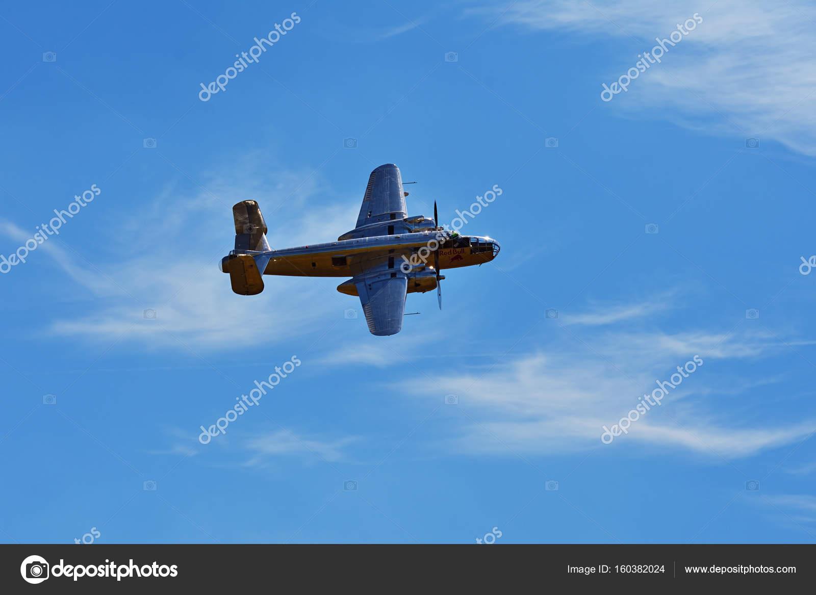 記念航空ショー。B-25 ミッチェ...