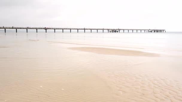 Seebrücke, Seebrücke oder Seebrücke, typische Strandattraktion an der Ostsee. Insel Rügen, Deutschland