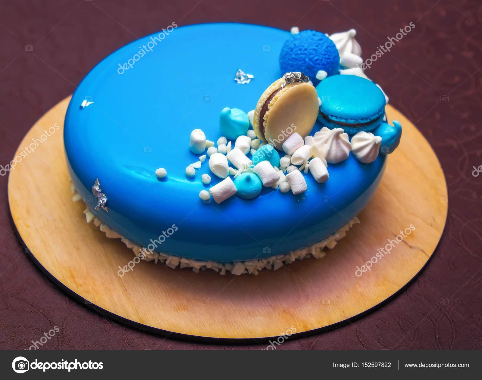 Leckere Blaue Torte Mit Einem Macarons Und Marshmallow Stockfoto