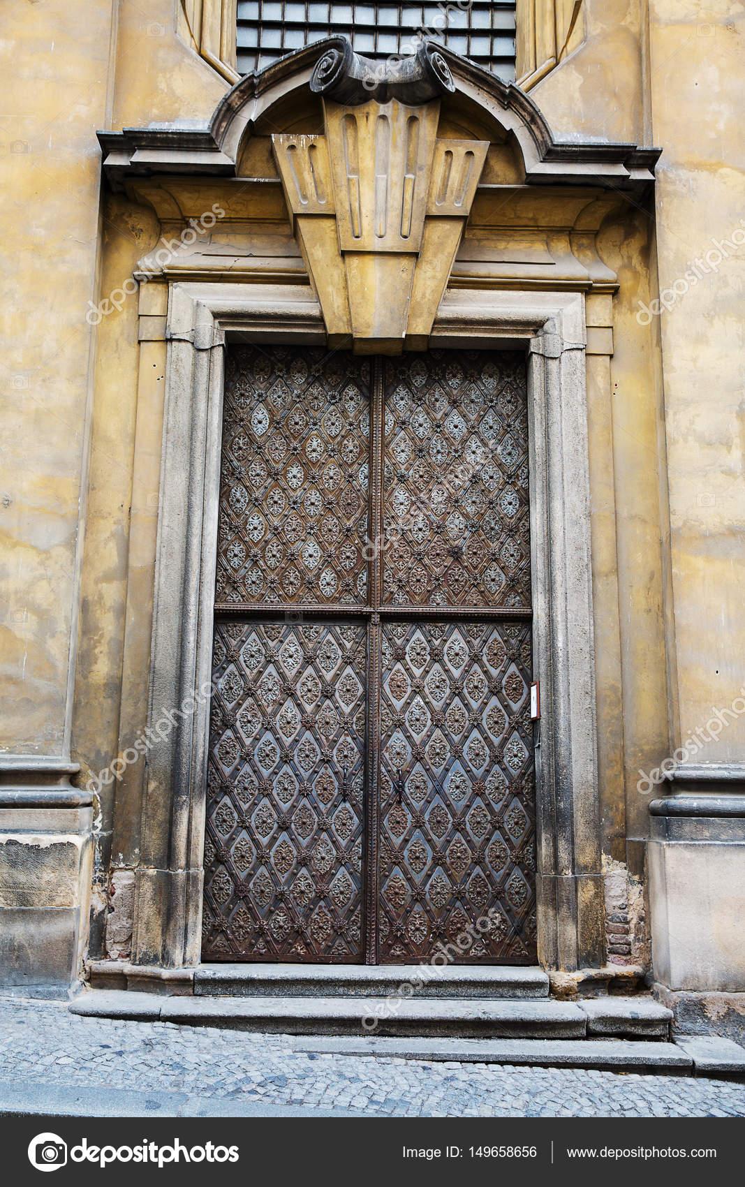Puertas y rejas de hierro forjado antigua foto de stock for Puertas hierro forjado