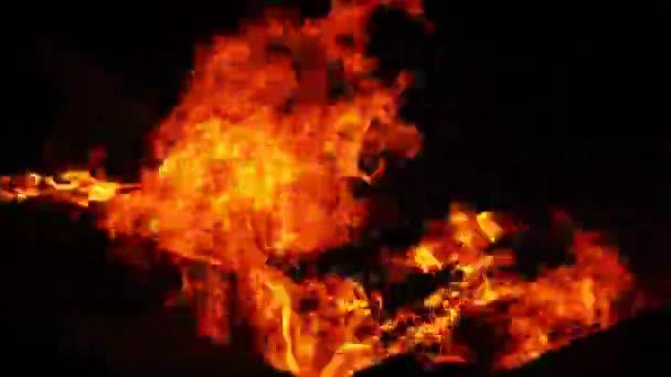 Dřevo a uhlí oheň hořet