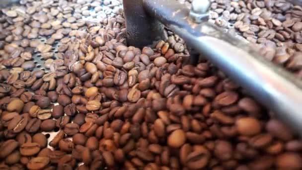 Pražená zrnková káva horký nápoj