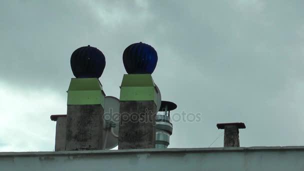 Komín na střechu a obloha