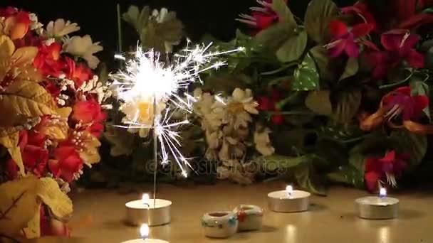 Feier Kerzen Funken und Blumen