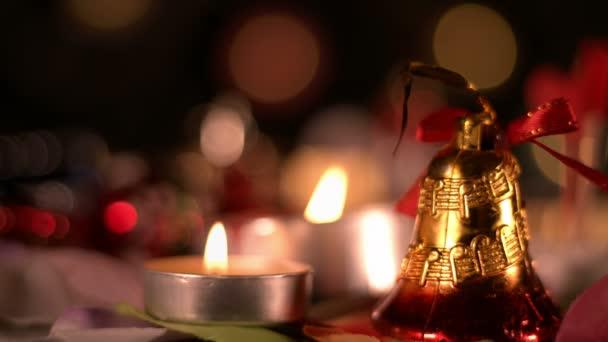 Weihnachtsdekoration und Kerzenlicht