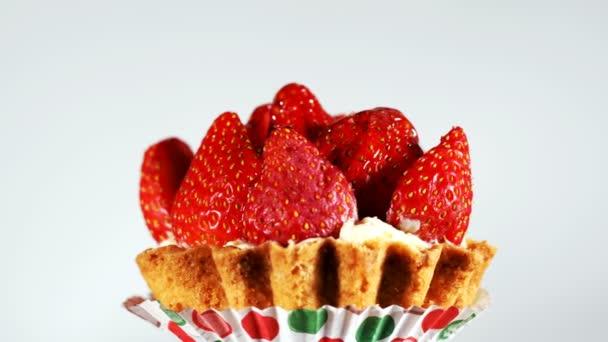 Lahodný lahodný sladký jahodový dort