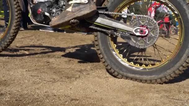 běžecký motocykl zadní kolo, zblízka