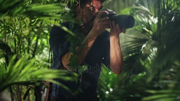 Szakmai Wildlife fotós fotózni a dzsungel