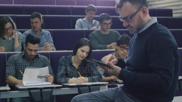 videa vysokoškolských vysokoškolských studentů