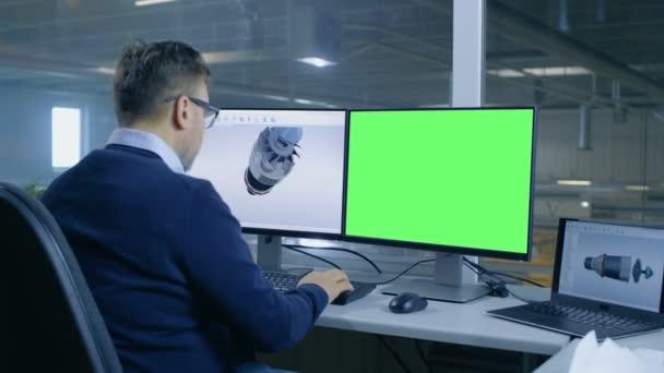 Ingénieur en chef mâle designs 3d turbine moteur pour une grande
