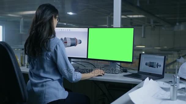 Ingénieure professionnelle conçoit 3d turbine moteur pour une