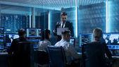 Fotografie Professionelle It-Ingenieure arbeiten im System Control Center voll