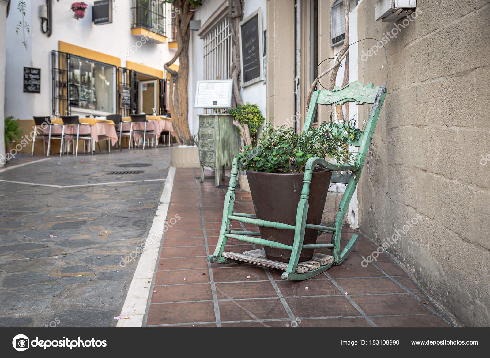 Sedie A Dondolo Depoca : Vecchia sedia dondolo legno epoca come elemento decorazione