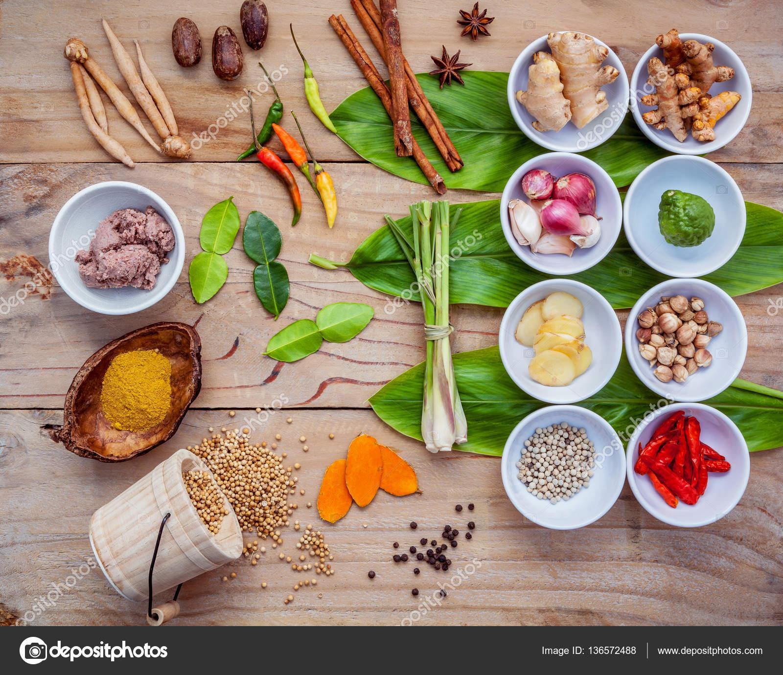 Varios de comida tailandesa cocina ingredientes para pas de curry varios de comida tailandesa cocina ingredientes para pas de curry rojo picante fotos de stock forumfinder Images