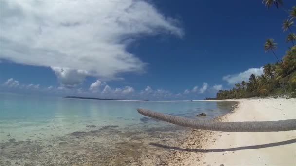 Egy láb sziget vagy Tapuaetai Motu-sziget Aitutaki-ban Az Atoll egy trópusi kis sziget