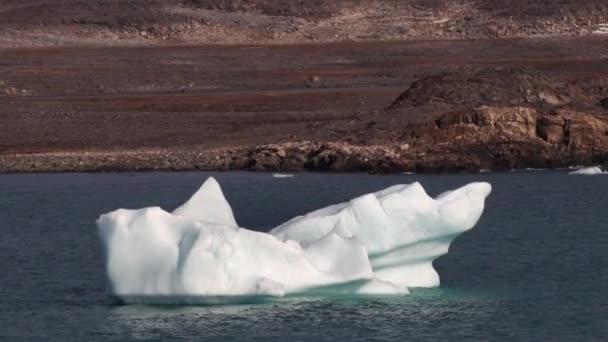 Eisberg im Fitzroy Fjord, Devon Island, Nunavut, Kanada.