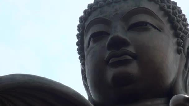 Velký Buddha (Tian Tan Buddha) na ostrově Lantau, v Hong Kongu 2013.-Dan