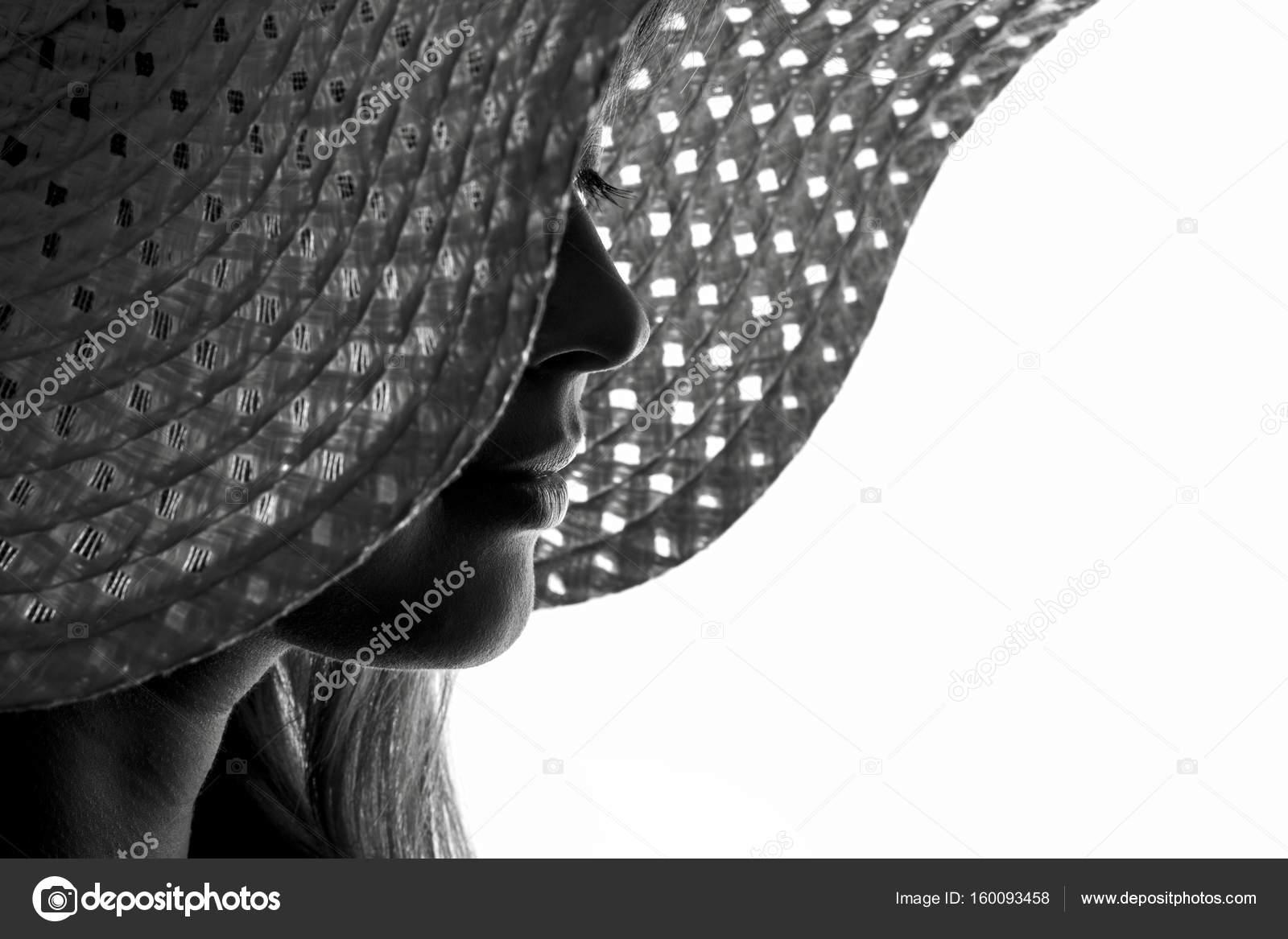 Cappello Donna Un In Di Silhouette Una xwHq81SZZ