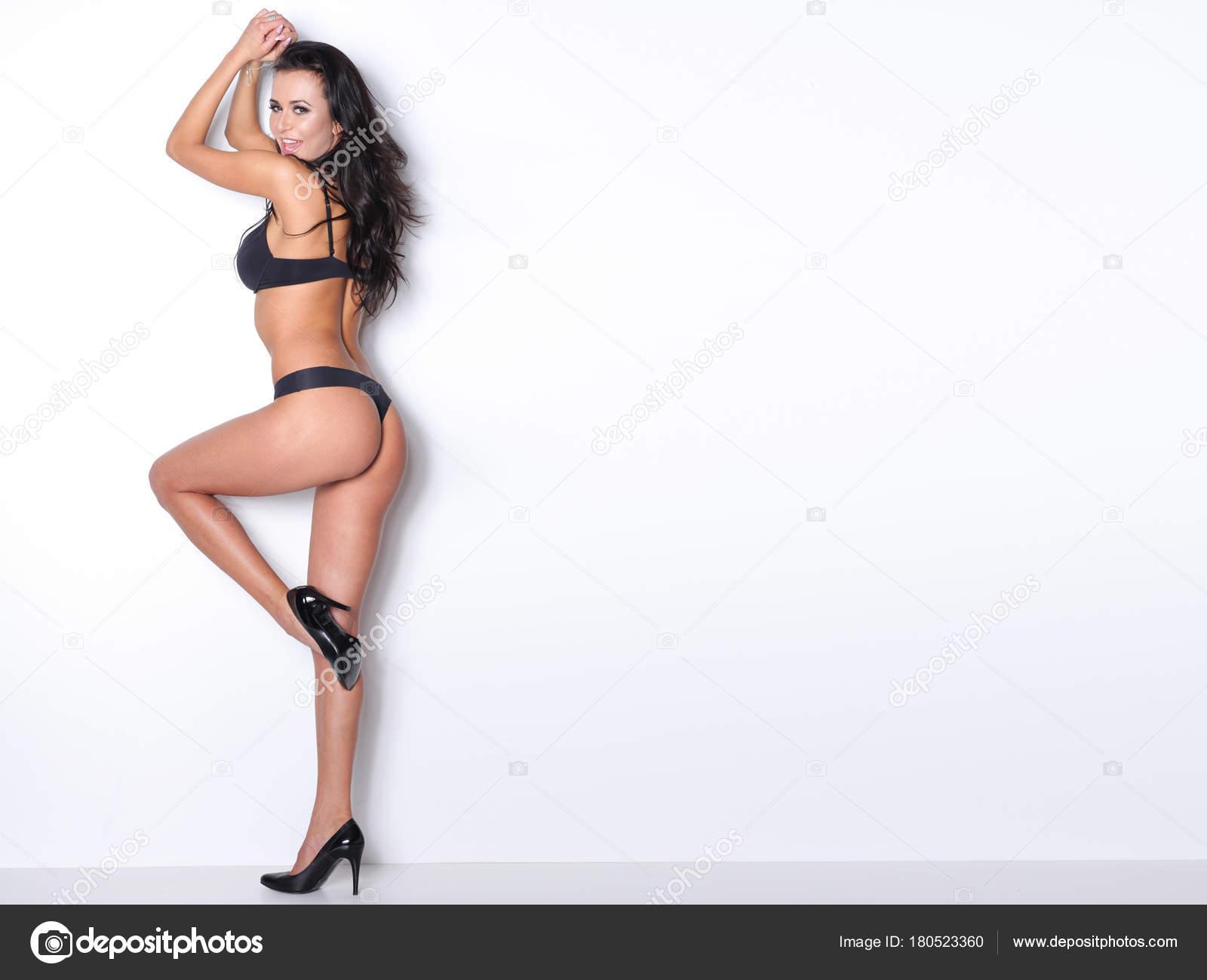 Очень сексуальная женщина в чёрном