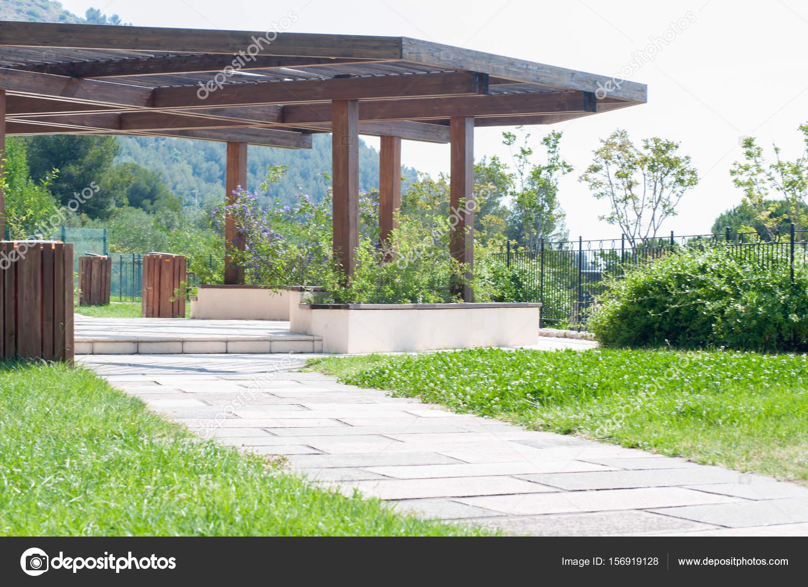 Pavillon Garten In Sonniger Tag Stockfoto Fcarniani 156919128