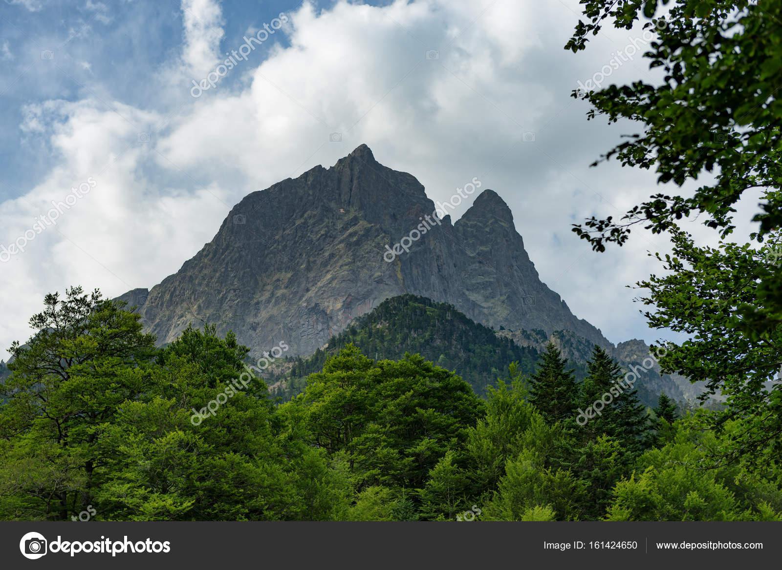 フランスのピレネー山脈のピク ...