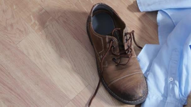 cipők és fehérnemű, vagy a padlón, szex koncepció fehérnemű