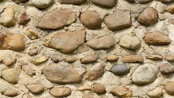 pohled na starou zeď s kameny