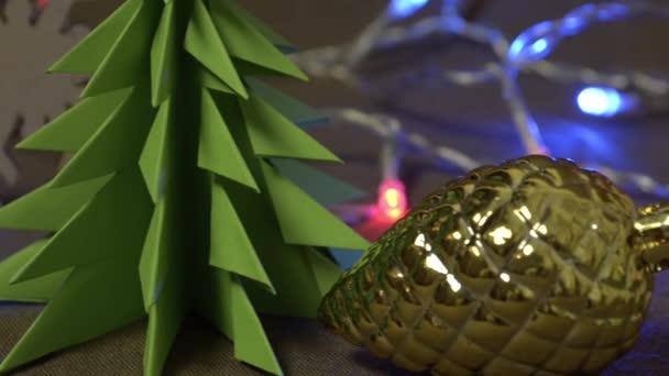 dynamické novoroční dekorace, vánoční hračky a předměty