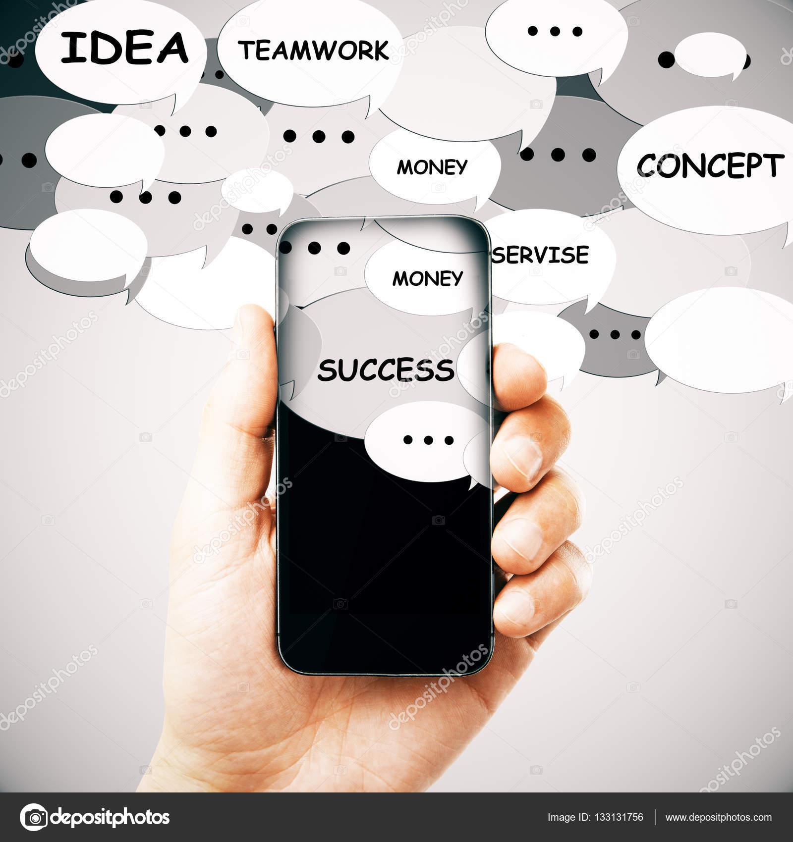 Mano Sosteniendo Smartphone Con Burbujas De Discurso Y