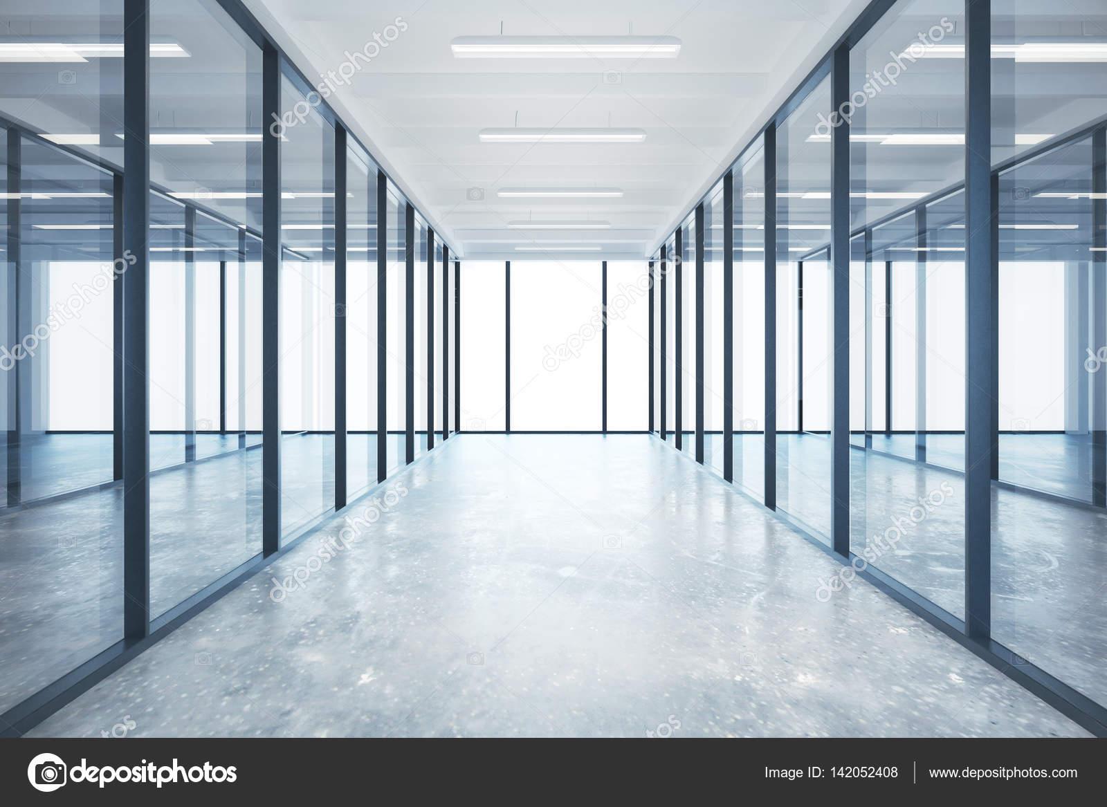Interior de oficina de cristal moderna con piso de - Lamparas de oficina techo ...