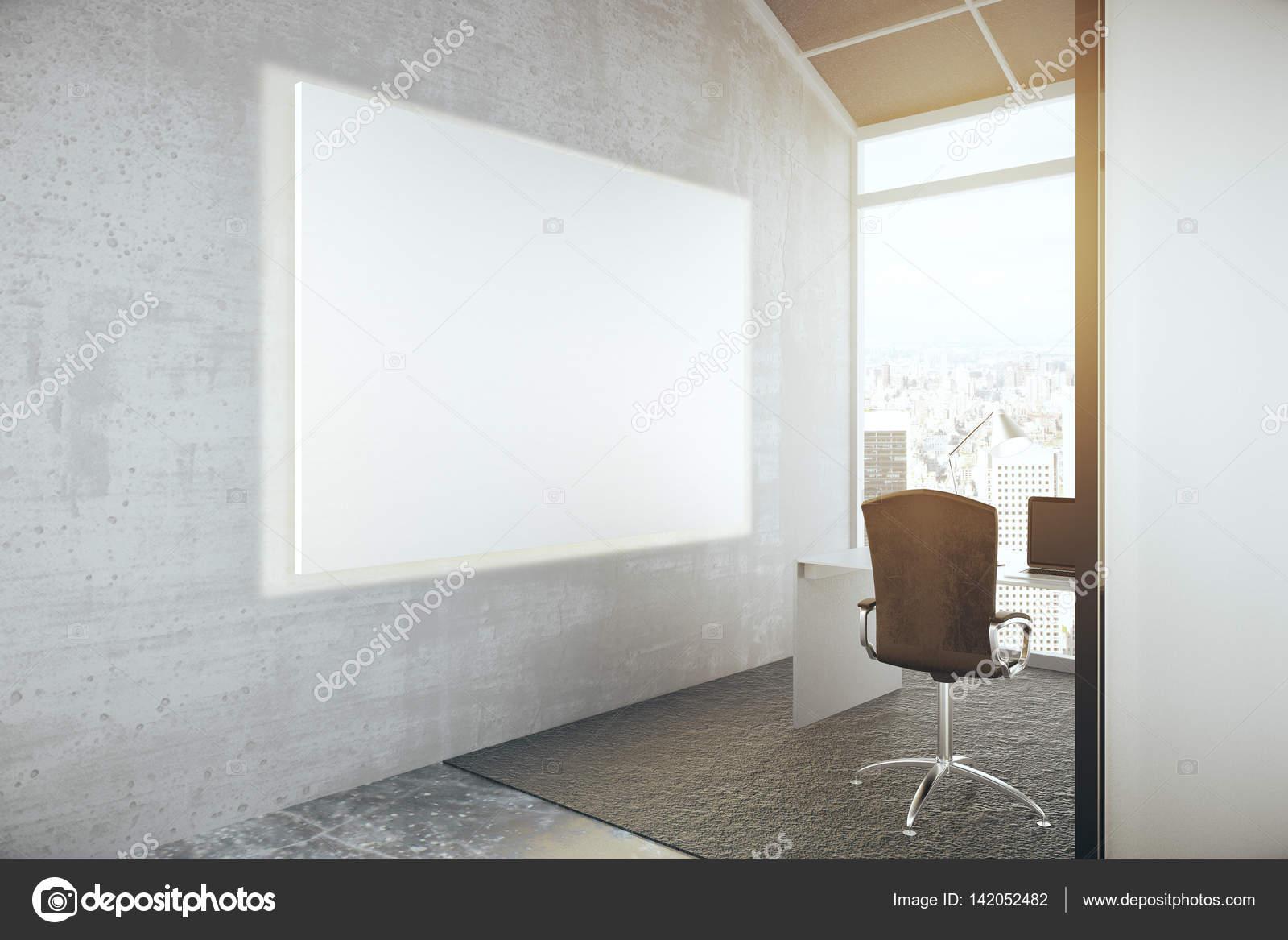 Tableau blanc blanc au bureau u photographie peshkov